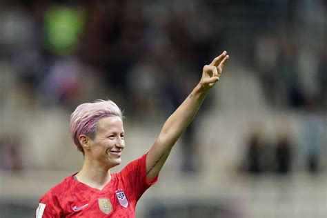 Why USWNT captain Megan Rapinoe refuses to sing the