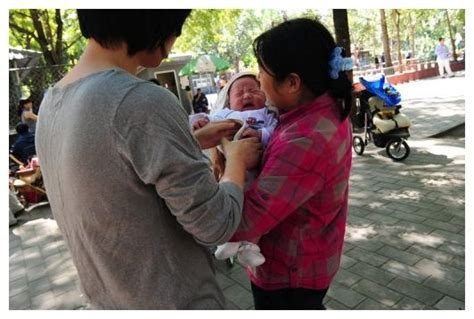 Adult breast feeding report incenses China web users